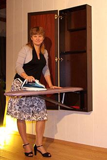 Откидная гладильная доска в шкафу
